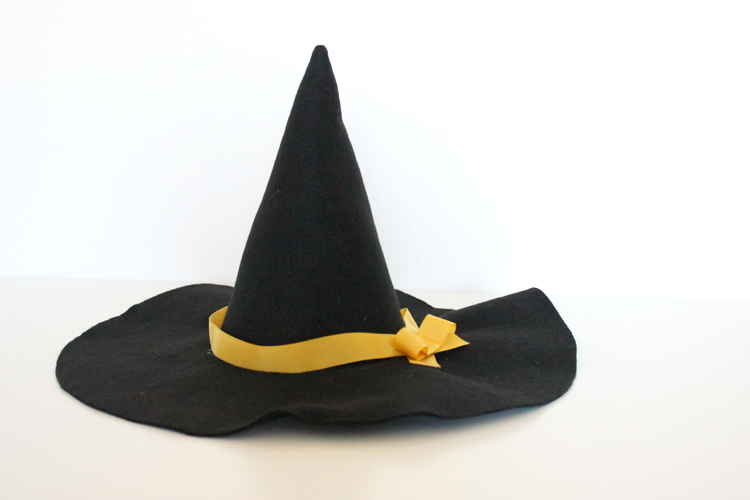 Make a witch hat in any size tutorial delia creates