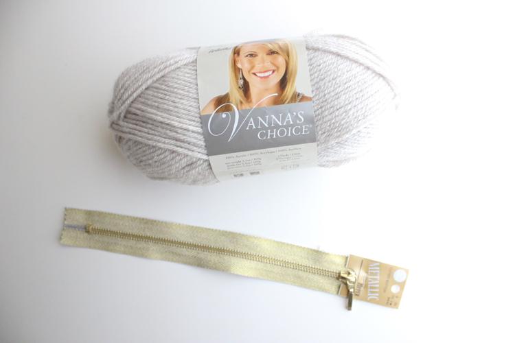 treble crochet zip pouch (1 of 50)