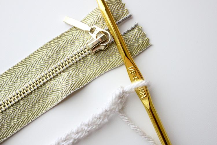 treble crochet zip pouch (2 of 50)