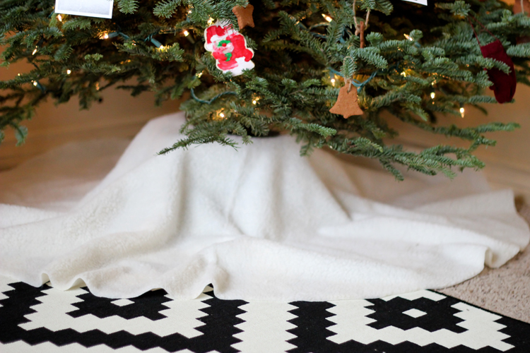 No Sew Sherpa Tree Skirt (13 of 20)
