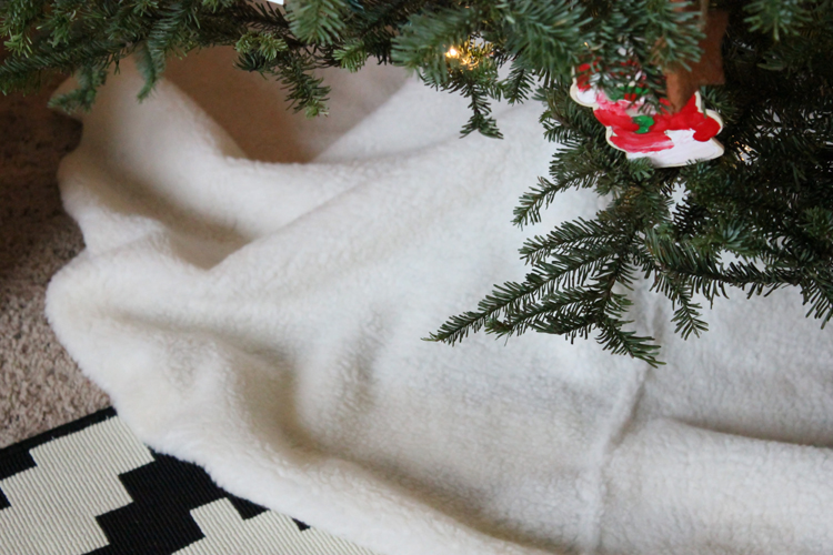 No Sew Sherpa Tree Skirt (17 of 20)