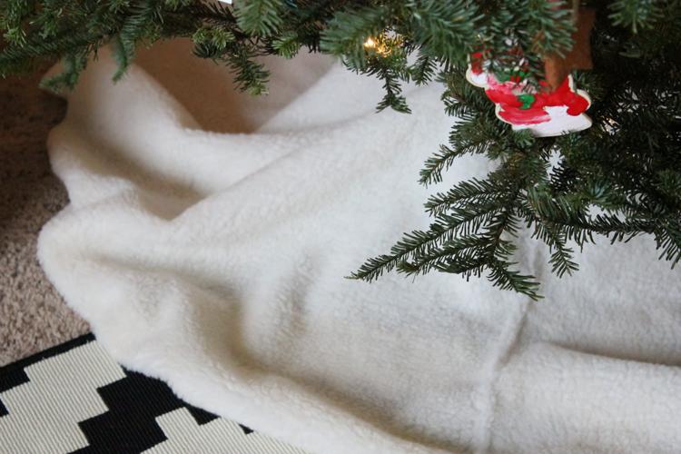 No Sew Sherpa Tree Skirt (17 of 20)