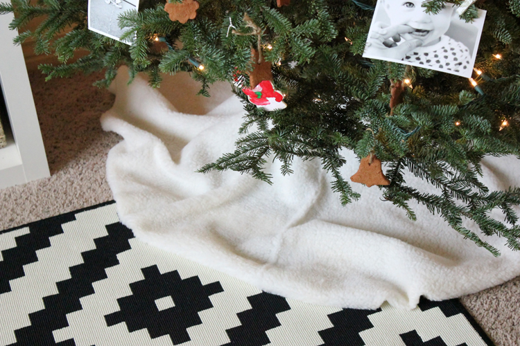 No Sew Sherpa Tree Skirt (18 of 20)