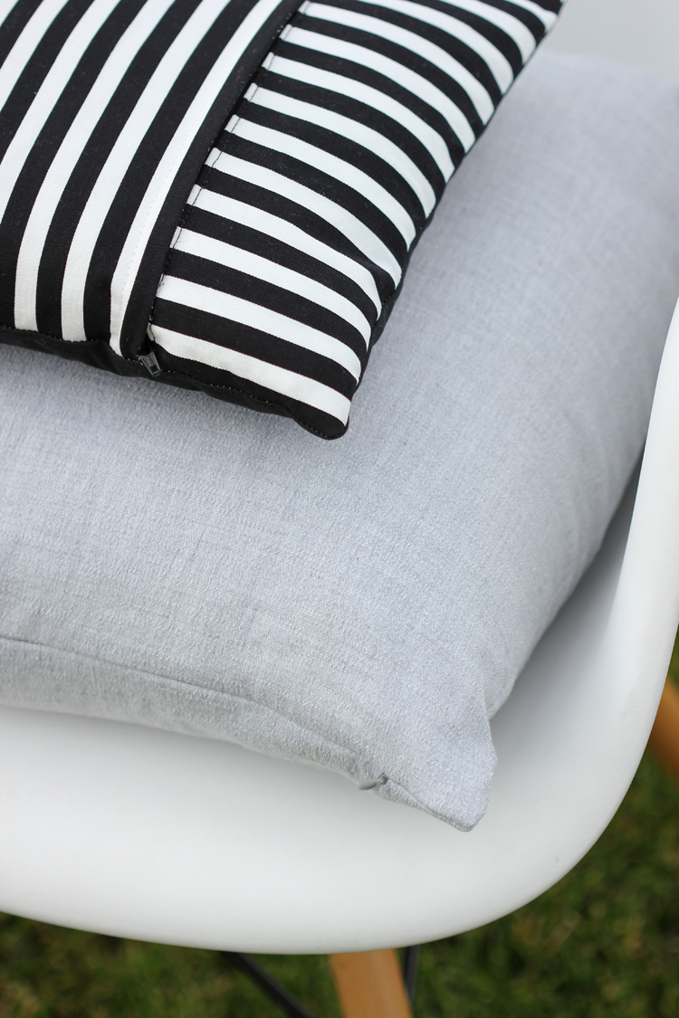 Zippered Pillow TUTORIAL Two Ways - Delia Creates