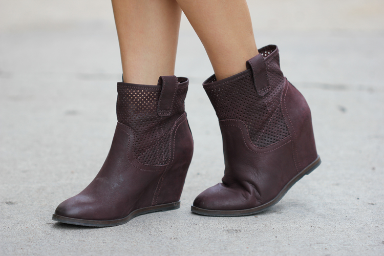 Love these leather boots from Sole Society! (Delia Creates)