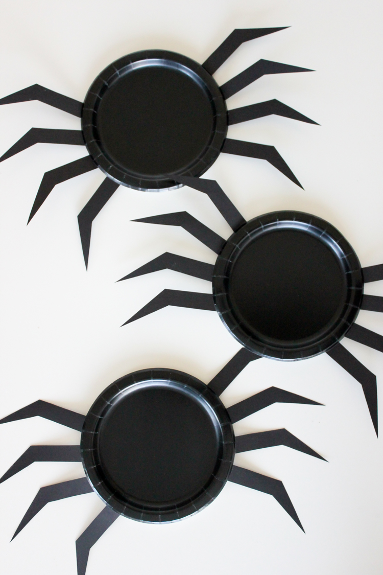DIY Halloween Paper Plates // Delia Creates