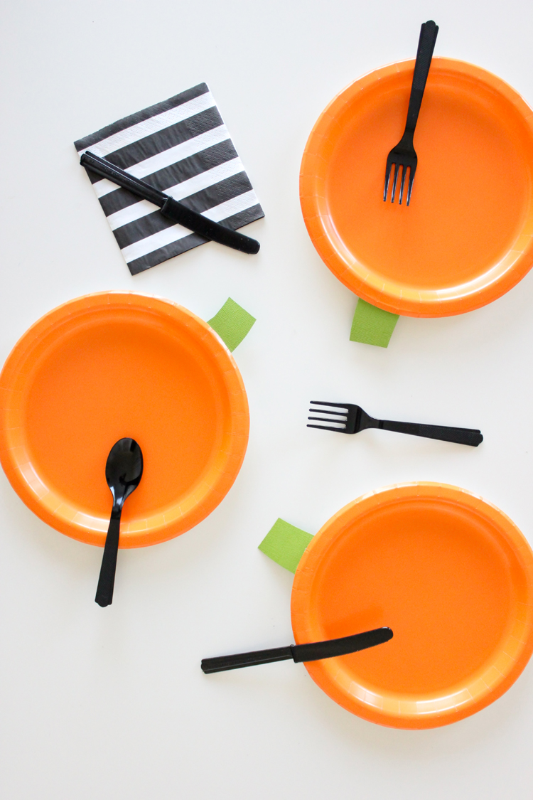 DIY Halloween Paper Plates
