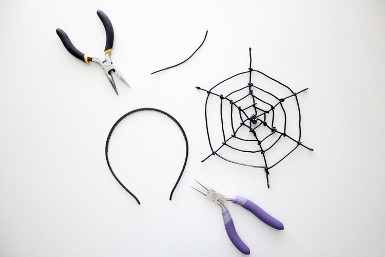 Spiderweb Fascinator (26 of 81)1011