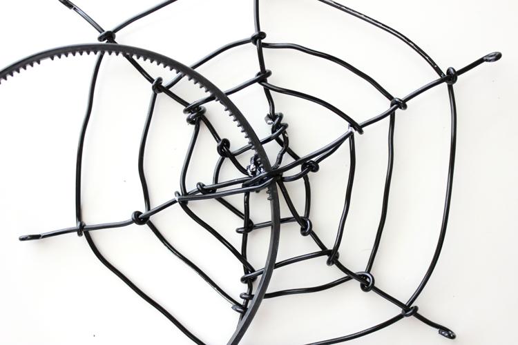 Spiderweb Fascinator (28 of 81)1011