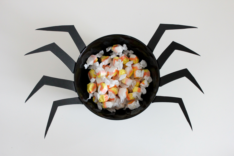 DIY Spider Candy Bowl ( Delia Creates)