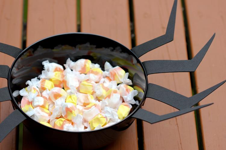 DIY Spider Candy Bowl ( Delia Creates)