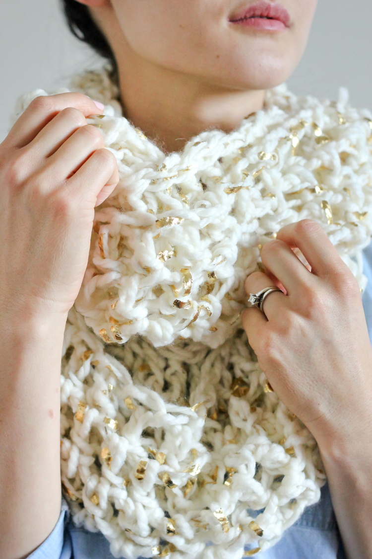 Free Crochet Scarf Patterns For Bulky Yarn : Chunky Crochet Infinity Scarf FREE PATTERN