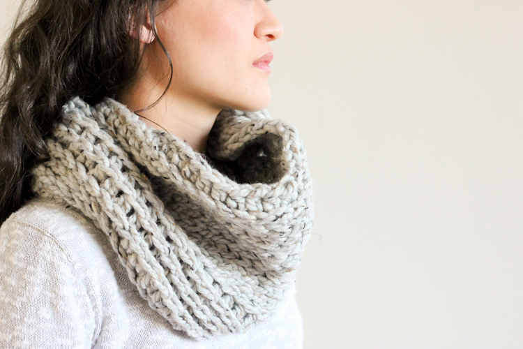 Crochet Stitches That Look Knit : Free knit look crochet cowl pattern // Delia Creates