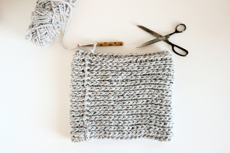 Free knit look crochet cowl pattern // Delia Creates