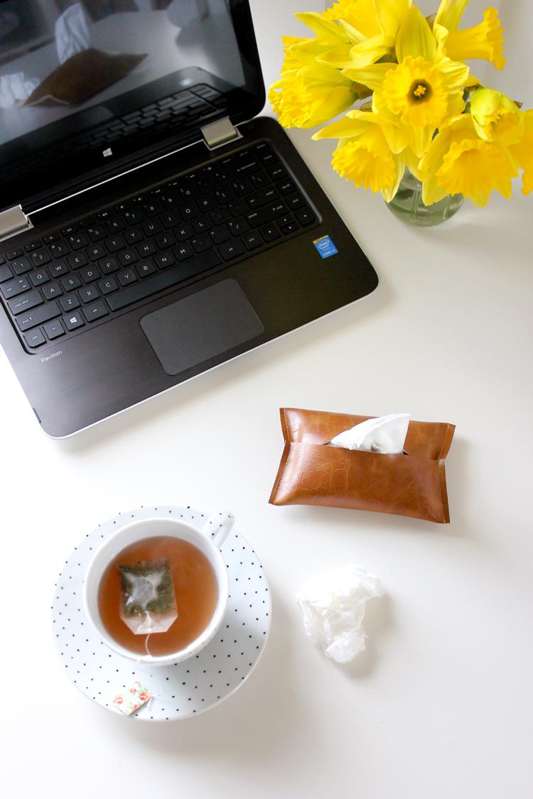 easy leather travel tissue pouch tutorial  // Delia Creates