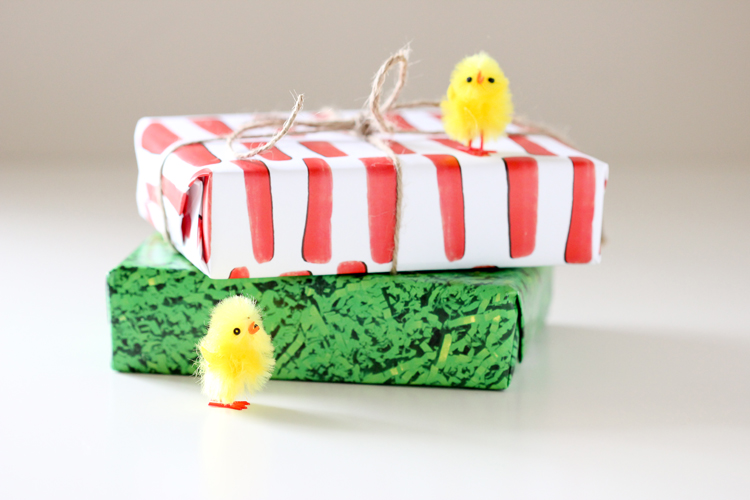 Easter wrapping paper - FREE Printables! // Delia Creates