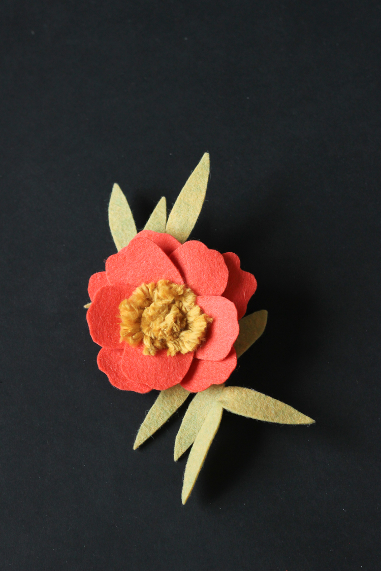 Felt + Yarn Anemone Flower Tutorial // Delia Creates