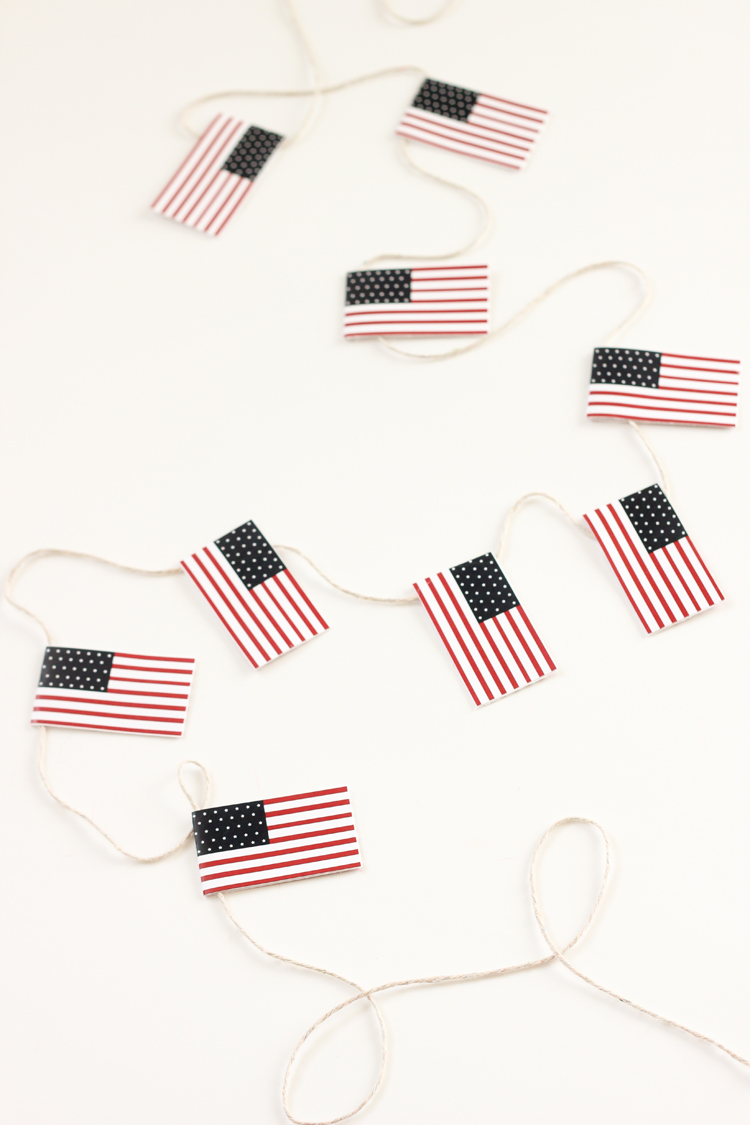 Free Printable Miniature U.S. Flags // Delia Creates