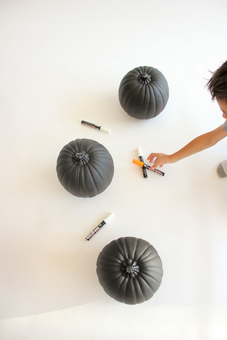 Decorate pumpkins the easy way with chalkboard pumpkins! // Delia Creates