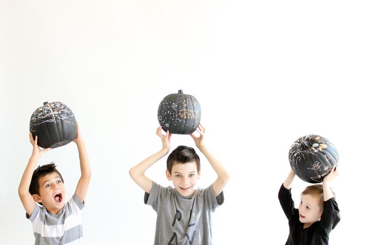 Decorate pumpkins the easy way with chalkboard pumpkins! // Delia Creates