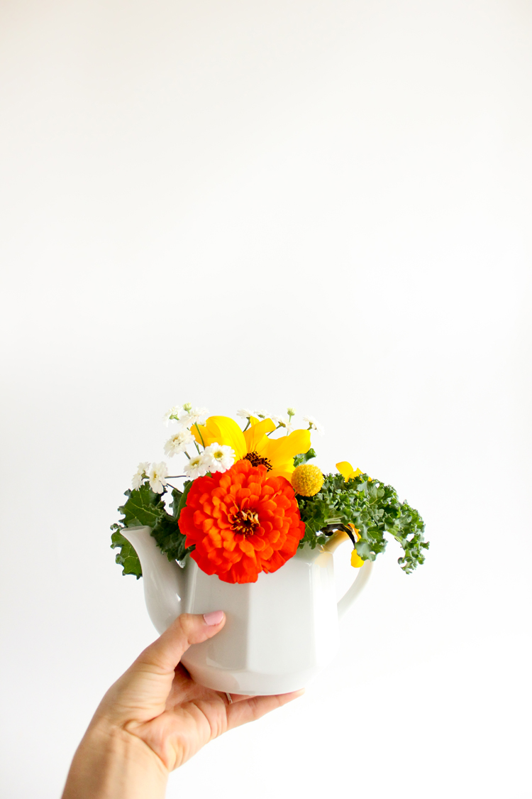 FOUR steps to easy floral arrangements - for beginners! // Delia Creates