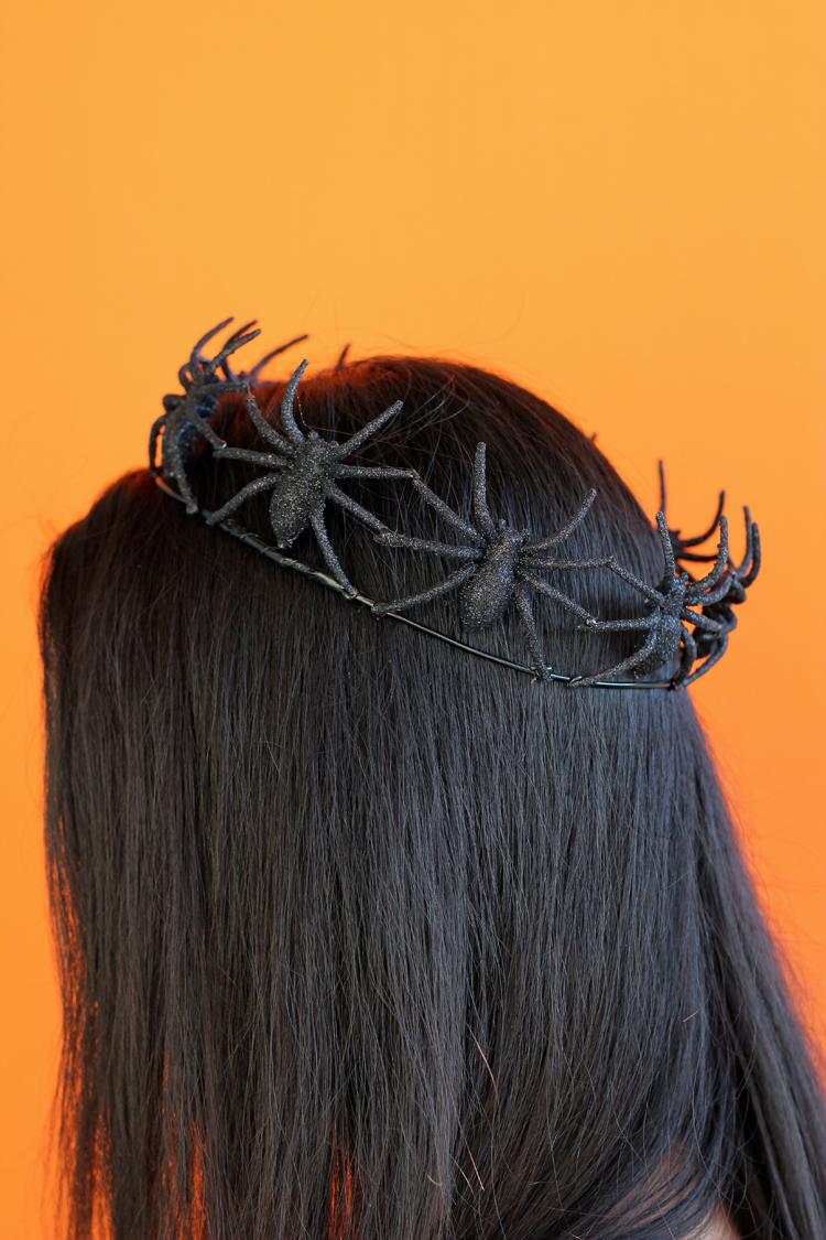 Easy Spider Crown TUTORIAL // www.deliacreates.com