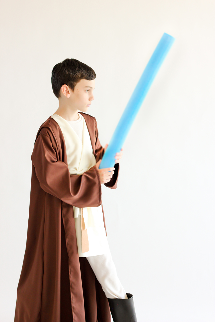 https://www.deliacreates.com/wp-content/uploads/2015/10/Star-Wars-Robe-E-how-73-of-2131006.jpg