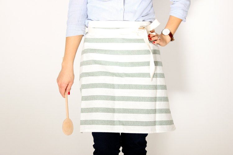 buttoned up tea towel apron (29 of 33)1125