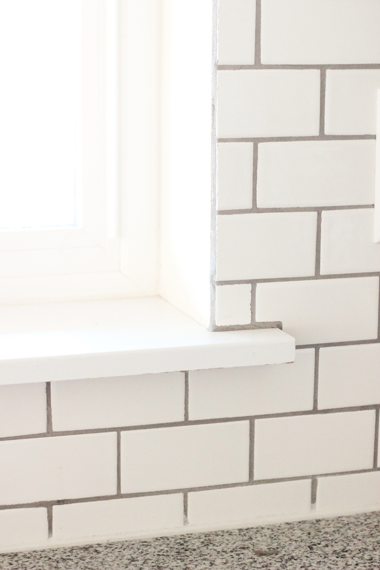 Kitchen Renovation Series: Tile Backsplash Tips // www.deliacreates.com