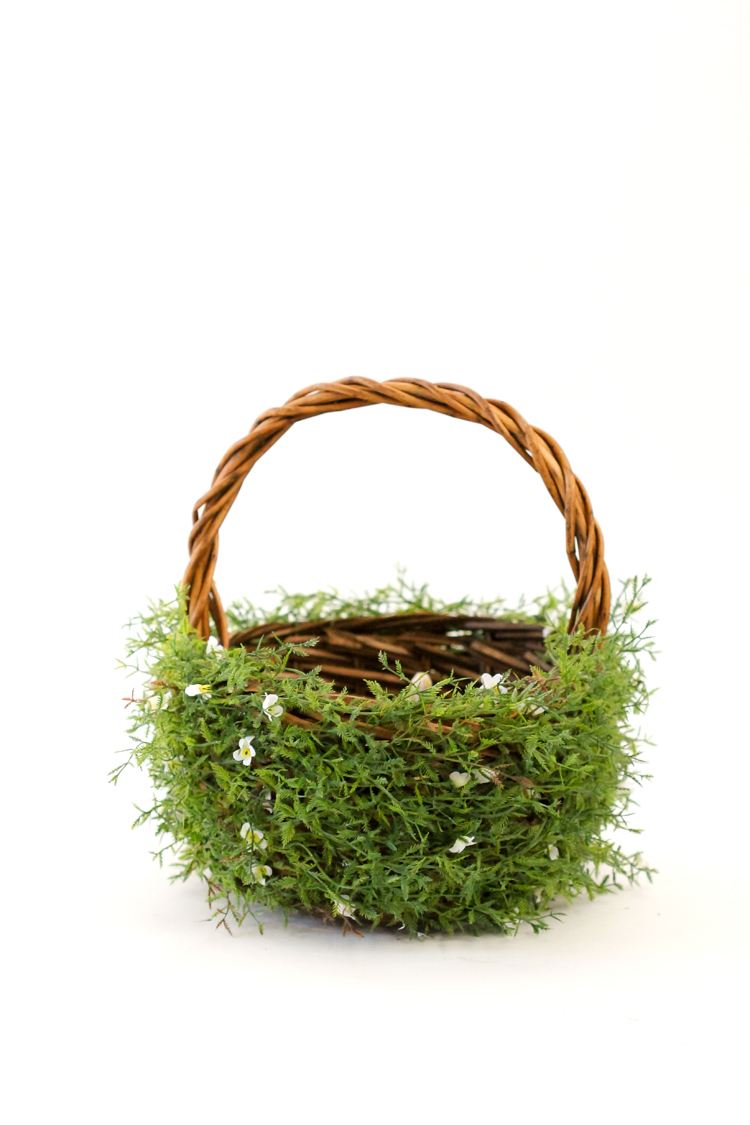 DIY Greenery Easter Basket // www.deliacreates.com
