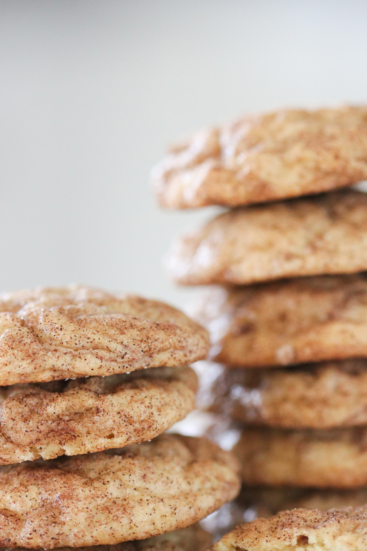 Vegan Banana Snickerdoodle Cookie Recipe // www.deliacreates.com