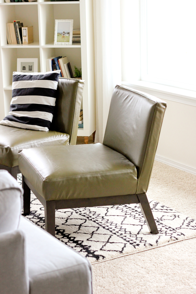 ... How to Sew Leather Upholstery Slipcovers with your home sewing machine  // www.deliacreates