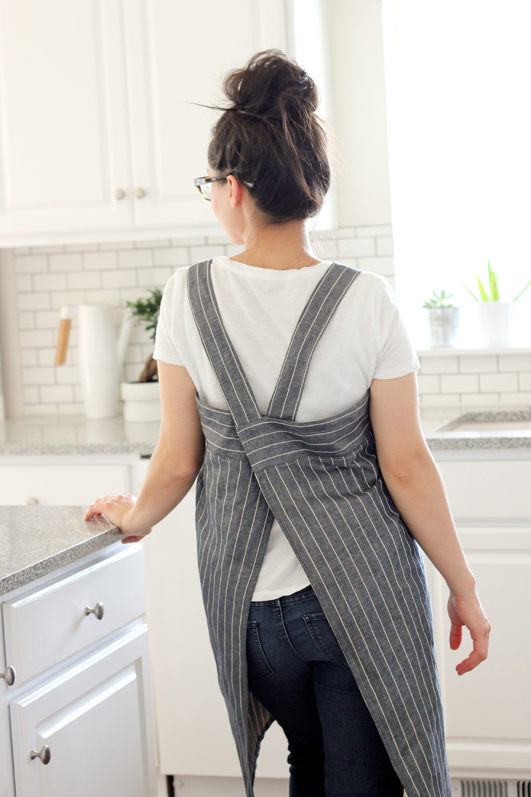 Cross-Back Apron + Sewing Happiness Book Review // www.deliacreates.com