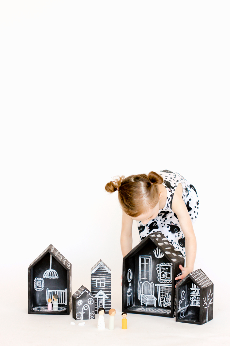 DIY Chalkboard Doll Houses // www.deliacreates.com