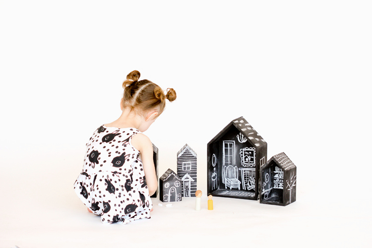 DIY Chalkboard Doll Houses (11)