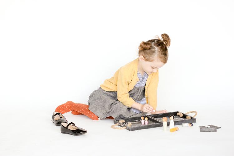 DIY Travel Chalkboard Doll House // www.deliacreates.com