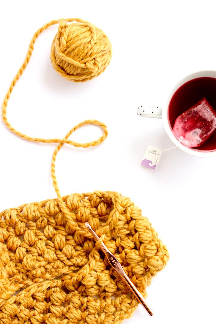 Bean Stitch Cowl - FREE Pattern // www.deliacreates.com