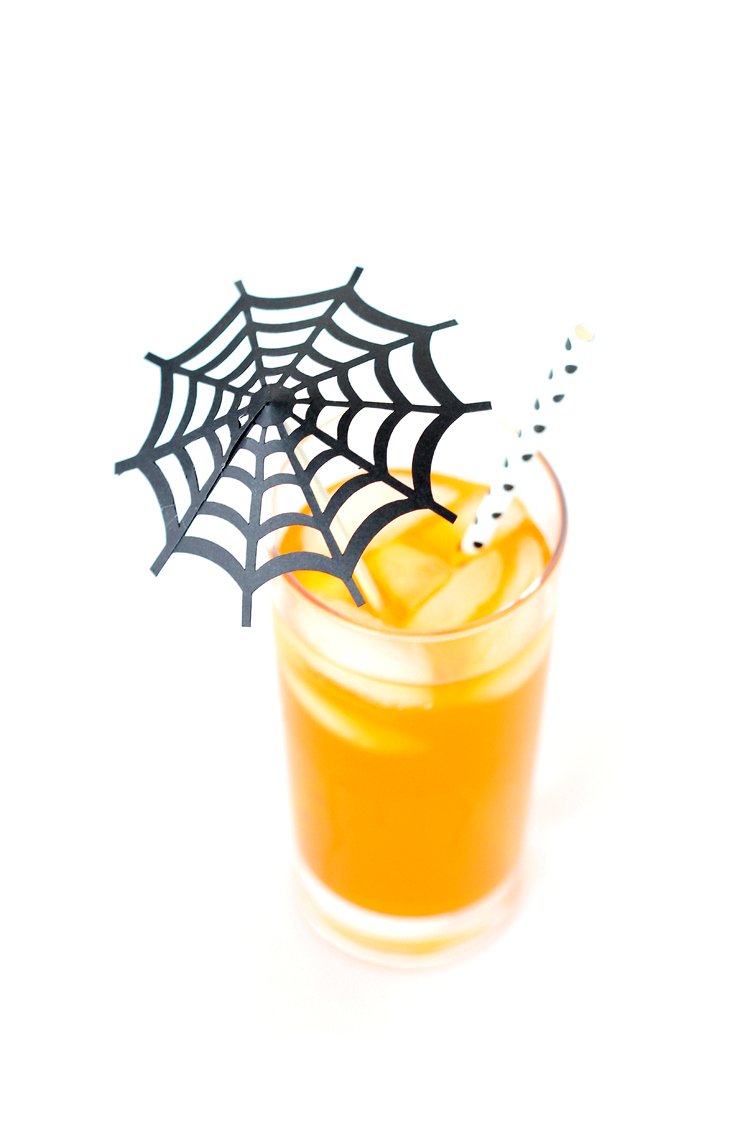 Spiderweb Drink Umbrellas - free cut file! // www.deliacreates.com