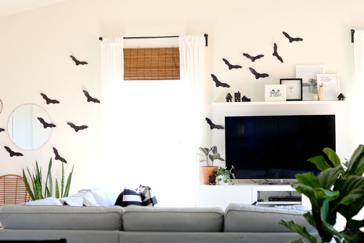 DIY Paper Halloween Houses - free templates + cut files! // www.deliacreates.com