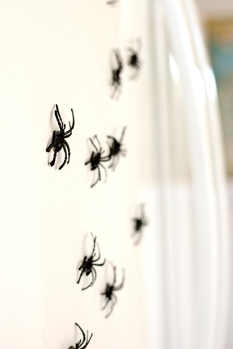 DIY Paper Halloween Houses and easy decor// www.deliacreates.com