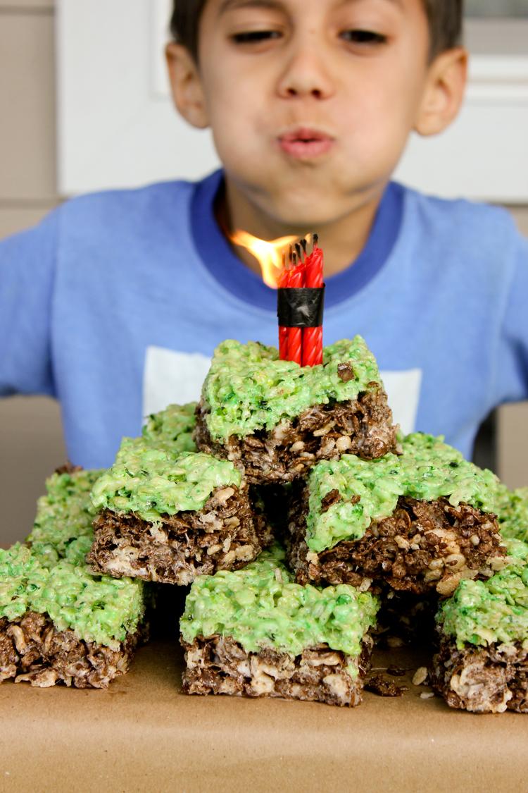 Simple Minecraft Birthday Party // www.deliacreates.com