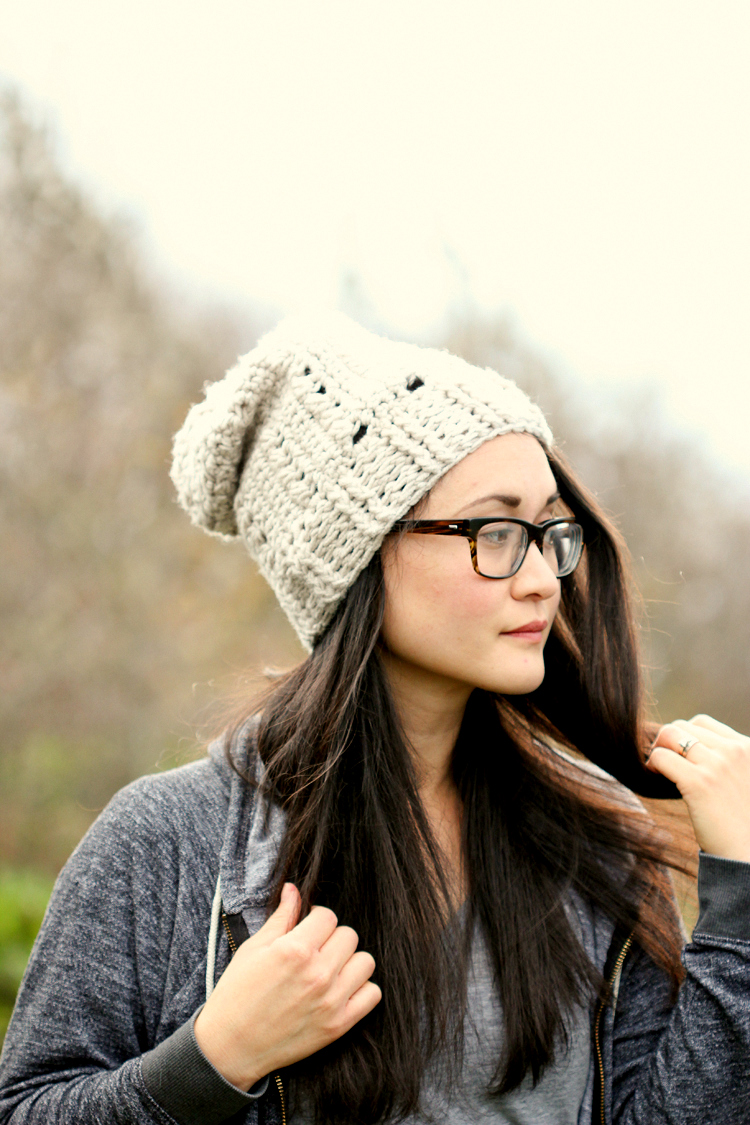 Triangle Stitch Beanie FREE PATTERN // www.deliacreates.com