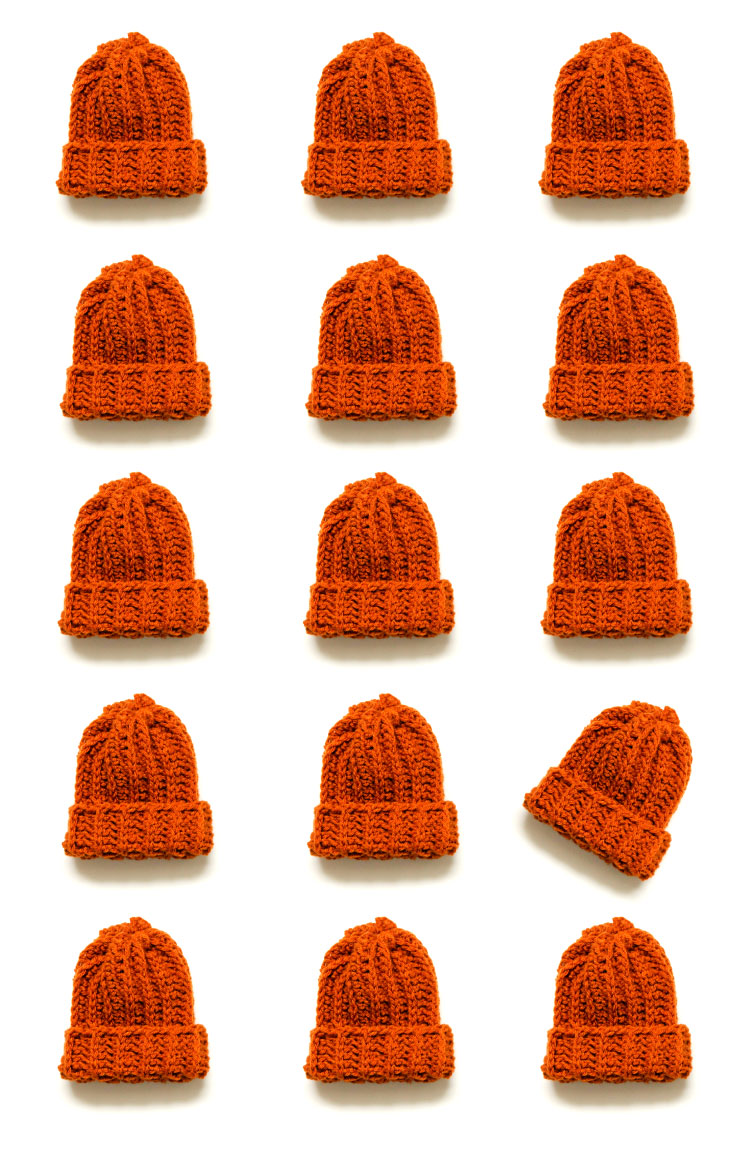 Be a Yarn Hero! Make hats for charity with this free hat pattern! //www.deliacreates.com #yarnheroes