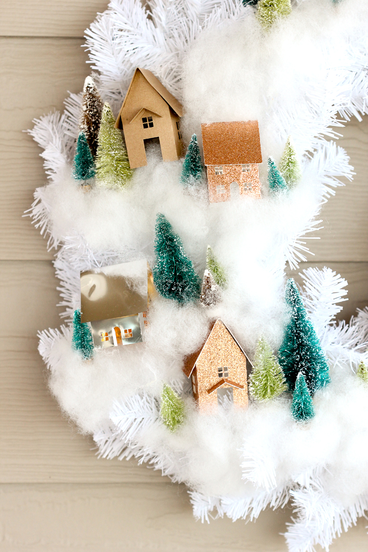 Mini House Wreath Tutorial + Free Cut Files // www.deliacreates.com