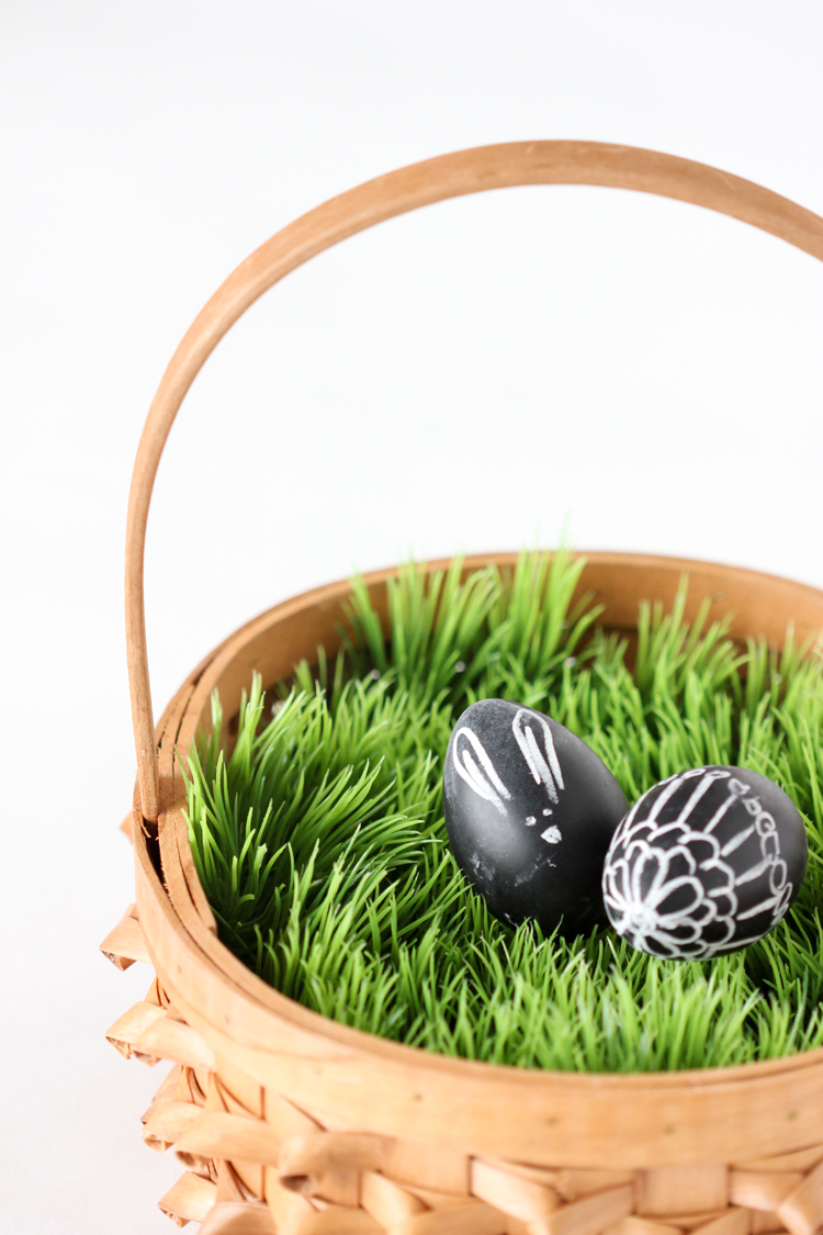 No Mess Easter Basket Grass // www.deliacreates.com