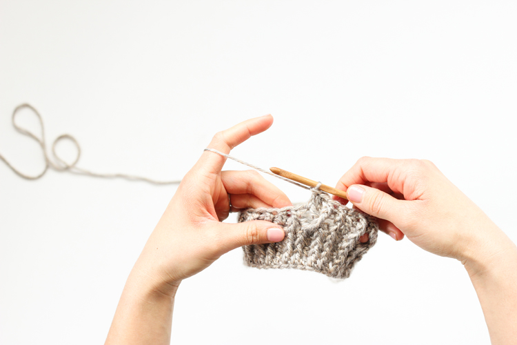 Learn how to crochet! - Easy video tutorials and everything you need to know to get started // www.deliacreates.com