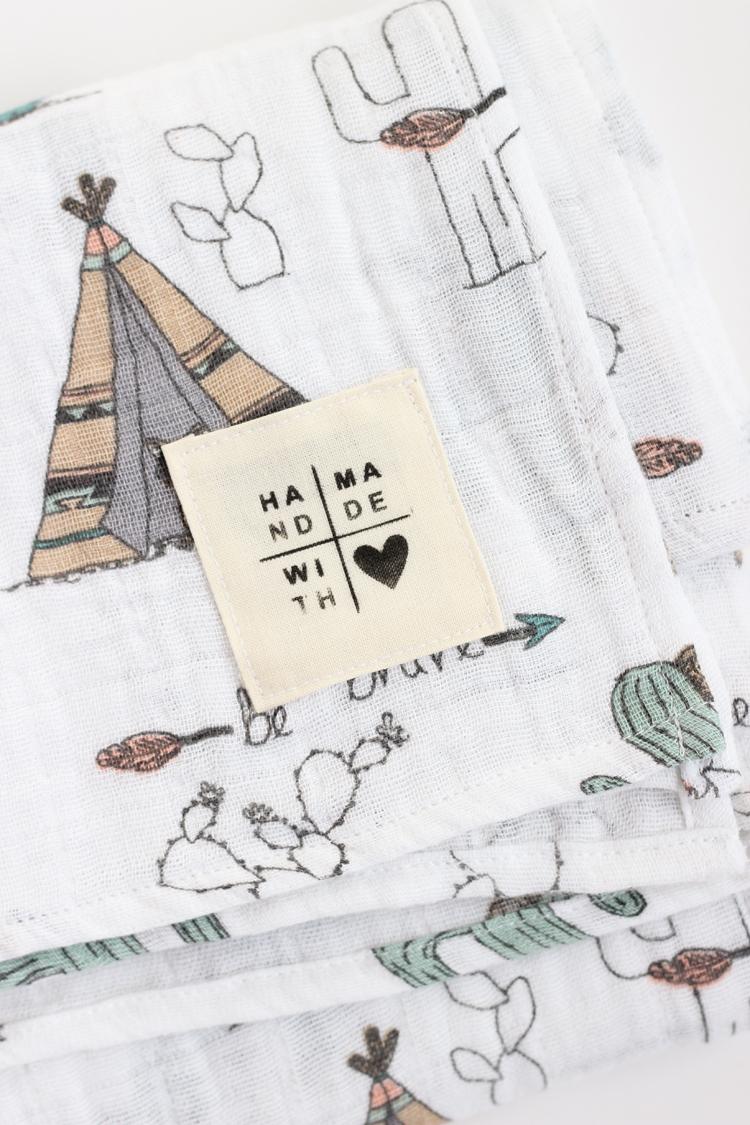 Gauze Swaddle Baby Blanket + DIY Tag - TUTORIAL // www.deliacreates.com