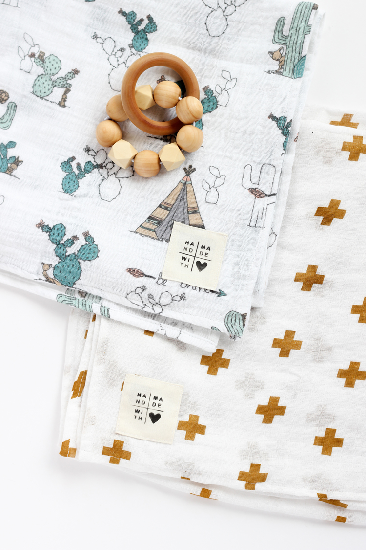 Gauze Swaddle Baby Blanket + DIY Tag - TUTORIAL // www.deliacreates.com