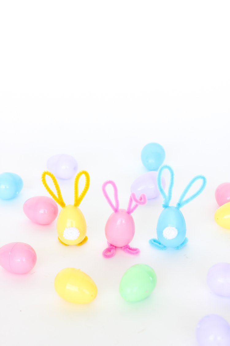 Pipe Cleaner Bunny Easter Eggs // www.deliacreates.com