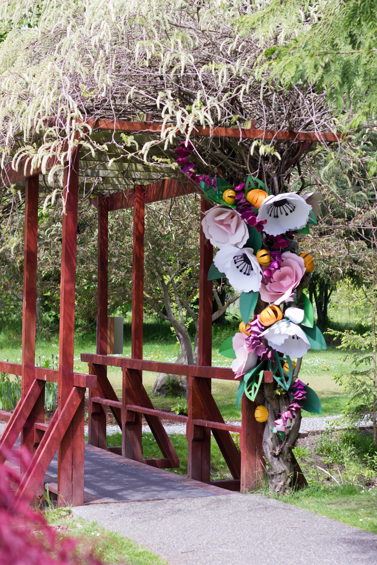Giant Paper Flowers + Free Cut Files! // www.deliacreates.com